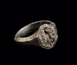 Сребрни средњовјековни печатни прстен из Арнаутовића