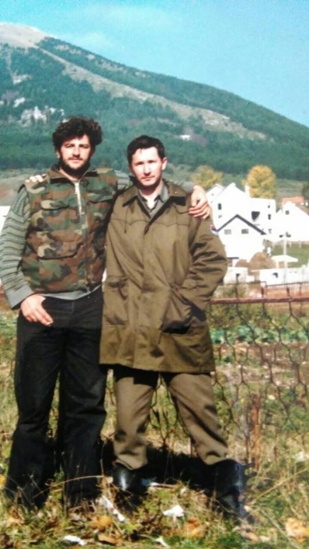 Novo Trifunović, zamjenik komandira Izviđačko-diverzantske čete 7.kupreške motorizovane brigade (lijevo)